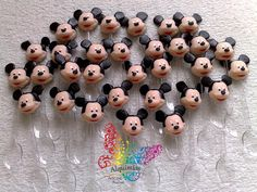 Colherzinhas para brigadeiro de colher decoradas com o Mickey em biscuit.