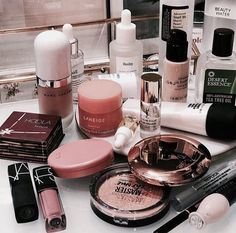 Image about makeup in make up? by Gi on We Heart It Image about makeup in make up? by Gi on We Heart It Makeup Goals, Makeup Inspo, Makeup Inspiration, Makeup Storage, Makeup Organization, Storage Organization, Drugstore Makeup, Makeup Cosmetics, Benefit Cosmetics