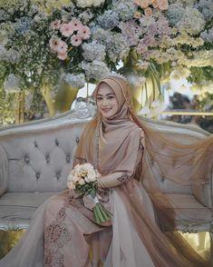 Syari Bride by 💐 Muslim Wedding Gown, Kebaya Wedding, Muslimah Wedding Dress, Wedding Hijab, Pakistani Wedding Dresses, Wedding Bride, Wedding Gowns, Bridal Dresses, Bridesmaid Dresses