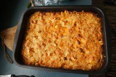 Kana spagettivuoka Lasagna, Feta, Macaroni And Cheese, Chili, Baking, Ethnic Recipes, Lasagne, Bread Making, Chili Powder