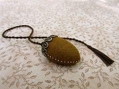 Primitive-Folk-Art-Acorn-Emery-Pinkeep-Fob-Antiqued-Brass-Top-Wool-Pincushion