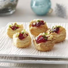 Brie Cherry Pastry Cups Recipe 1 sheet frozen puff pastry, thawed cup cherry preserves 4 ounces Brie cheese, cut into cubes cup chopped Diamond of California® Pecans or Walnuts 2 tablespoons minced chives Potluck Appetizers, Christmas Appetizers, Appetizer Recipes, Brie Appetizer, Shower Appetizers, Potluck Desserts, Appetizer Plates, Christmas Snacks, Christmas Eve
