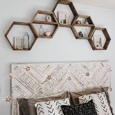 Pallet Shelves Projects 5 Hexagon Shelves// Pallet Shelf// Reclaimed Wood// Pallet Art// Pallet Wood Shelf// Geometric Shelf// Rustic Home Decor - Wood Pallet Art, Wooden Pallet Projects, Wooden Pallet Furniture, Recycled Furniture, Wooden Pallets, Wood Art, Skid Furniture, Pallet Ideas, Furniture Plans