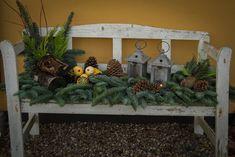 Mit grønne univers: Vinterpynt ude og inde Christmas Garden Decorations, Christmas Greenery, Christmas Porch, Rustic Christmas, Christmas Ornaments, Gold Christmas, Christmas Cards, Minimal Christmas, Simple Christmas