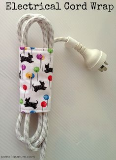 Electrical Cord Wrap : Tutorial ~ another GREAT scrap project. These little wraps are so useful for items like your iron, hair dryer, straightener, phone or camera chargers… really, anything with an electrical cord can use one of these little lovelies. Sewing Hacks, Sewing Tutorials, Sewing Crafts, Sewing Patterns, Scrap Fabric Projects, Fabric Scraps, Sewing Projects, Diy Rangement, Electrical Cord