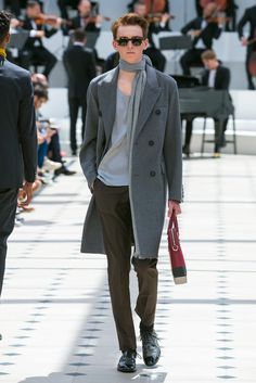A look from the Burberry Prorsum Spring 2016 Menswear collection.