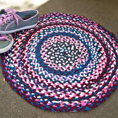 Kittykill Shows You How To Make T Shirt Yarn And A No Sew Braided Rug For The Favorite Room In Your House Lovely Video With Clear Instructions Lots Of
