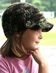 Free crochet newsboy hat pattern for kids Bonnet Crochet, Crochet Cap, Crochet Beanie, Cute Crochet, Crochet Crafts, Crochet Brimmed Hat, Diy Crafts, Crochet Hat With Brim, Crochet Kids Hats