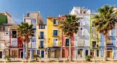Fotogeniek, charmant én bovendien kleurrijk Villajoyosa; het stadje is een must see als je aan de Spaanse Costa Blanca verblijft.