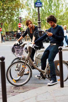 Adrian Grenier in Paris, on the bike.