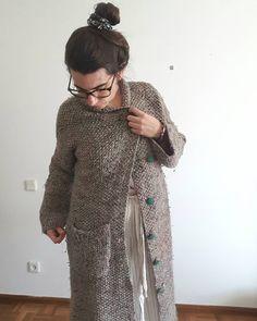 """27 Gostos, 5 Comentários - Pontos e Voltas (@angelapontosevoltas) no Instagram: """"da série PEÇAS TRICOTADAS POR MIM III . Casacão. . Mais um dos tantos casacos que já fiz ❤. Demorei…"""" Sweaters, Instagram, Dresses, Fashion, Cardigan Sweater Outfit, Dots, Fashion Styles, Sweater, Dress"""
