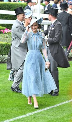 The Duchess Of Cambridge Does Summertime Dressing In Elie Saab At Ascot - - The Duchess took part in the traditional carriage procession for day one of Royal Ascot. Kate Middleton Outfits, Vestido Kate Middleton, Looks Kate Middleton, Princesa Kate Middleton, Kate Middleton Fashion, Pippa Middleton, The Duchess, Duchess Of Cambridge, Elie Saab