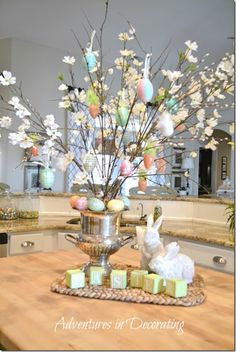 Celebrate the joy of this season along with nature with some adorable Easter tree decoration ideas. Don't Know How To Make An Easter Tree Browse 50 Beautiful Eater Decoration Ideas. Easter will marks the beginning of spring for many of us. Hoppy Easter, Easter Eggs, Easter Bunny, Easter Food, Diy Osterschmuck, Diy Ostern, Diy Easter Decorations, Easter Centerpiece, Kitchen Centerpiece