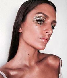 Glitter Make up Mud Makeup, Makeup Art, Beauty Makeup, Hair Beauty, Glitter Make Up, Glitter Face, Glitter Lipstick, Glitter Vinyl, Glitter Nails