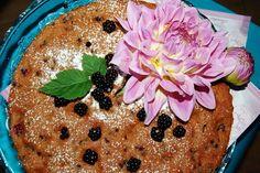 Katčina báječná kuchyně: Báječný ostružinový koláč s pařížskou šlehačkou