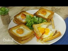 Egg toast: this recipe is quick to make, healthy and tastes delicious! Wow Recipe, Egg Toast, Egg Sandwiches, Slice Of Bread, Easy Food To Make, Meal Planning, Breakfast Recipes, Easy Meals, Stuffed Peppers
