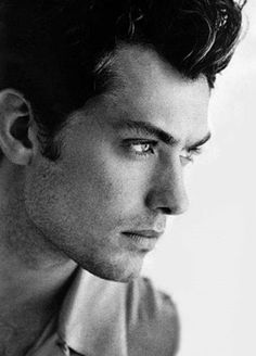 My dream guy would resemble Jude Law. Lol