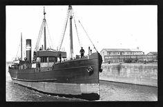 River cargo steamer