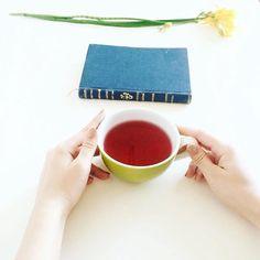 Bom dia... e boas leituras! #book #bookworm #instabook #instareader #tea #morning