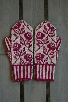 Double Knitting Patterns, Knitted Mittens Pattern, Fair Isle Knitting Patterns, Knit Mittens, Knitting Charts, Knitted Gloves, Knitting Socks, Crochet Patterns, Fingerless Mitts