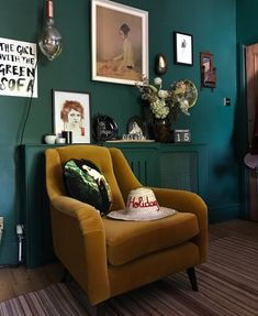 Best Home Decoration Stores Dark Teal Living Room, My Living Room, Living Room Decor, Green Living Rooms, Dark Green Rooms, Living Spaces, Dining Room, Green Lounge, Green Sofa