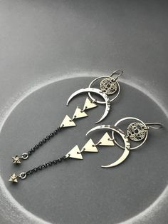 Large Crescent Moon Earrings with Moonscape Amulet, Triangle Columns Chain Dangle and Sacred Geometr Gothic Earrings, Moon Earrings, Silver Hoop Earrings, Silver Necklaces, Silver Ring, Jewelry Making Classes, Jewellery Making, Jewelry Accessories, Jewelry Design