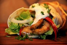sk D´Elidas chilisås Kebab Wrap, Taco Pizza, Tex Mex, Wraps, Nachos, Quick Meals, Sushi, Food And Drink, Turkey