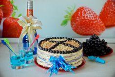 Бисквитный торт с творожным кремом. Декорирован тертым печеньем, орешками и сладким виноградом. Sponge cake with curd cream. Decorated with grated biscuits, nuts and sweet grapes.