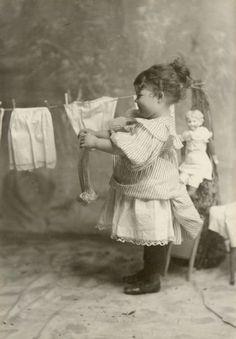 Große Wäsche, damit Püppi wieder was anzuziehen hat...