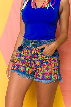Receita Shorts Bahia com Linha Anne - Blog do Bazar Horizonte Crochet Shorts Pattern, Crochet Pants, Crochet Crop Top, Crochet Clothes, Knit Crochet, Sombrero A Crochet, Crochet For Kids, Crochet Designs, Refashion