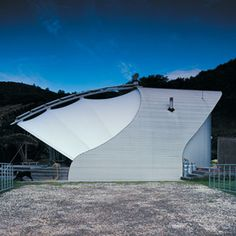 The clam: architect Greg Noble house in Great Barrier Island
