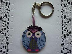 Porte-Clés thème des oiseaux, ici un Hibou en bois violet, noir et blanc. : Porte clés par laboiteabijouxnanny