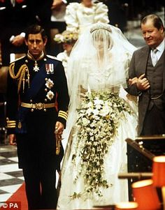 HRH Prince Charles The Prince of Wales marries Lady Diana Spencer. Earl Spencer escorts his daughter down the aisle. Charles And Diana Wedding, Princess Diana Wedding, Prince Charles And Diana, Royal Princess, Prince William, Lady Diana Spencer, Spencer Family, Diana Fashion, Princes Diana