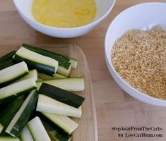 There are plenty of vegetables other than potatoes to make fries. Discover how easy it is to make your own low carb zucchini fries with this simple recipe. No Carb Recipes, Diabetic Recipes, Snack Recipes, Cooking Recipes, Ketogenic Recipes, Healthy Recipes, Low Carb Zucchini Fries, Fried Zucchini, Zucchini Pommes