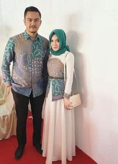 batik couple muslim Batik Kebaya, Kebaya Dress, Dress Pesta, Hijab Dress, Batik Fashion, Abaya Fashion, Muslim Fashion, Fashion Outfits, Womens Fashion