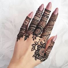 What is a Henna Tattoo? Henna tattoos are becoming very popular, but what precisely are they? Modern Henna Designs, Indian Henna Designs, Finger Henna Designs, Henna Art Designs, Mehndi Designs For Fingers, Unique Mehndi Designs, Latest Mehndi Designs, Mehandi Designs, Unique Henna