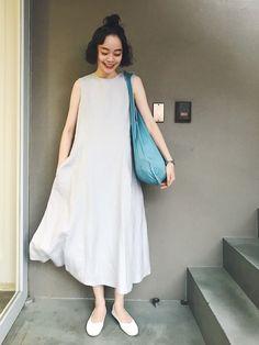 ブルーグレーの綺麗なワンピースに、 京都のto seeさんで買った水色の鞄。 涼しい色を着ています