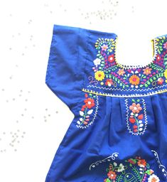 Robe mexicaine brodée bleue. #dress #blouse #embroidered #mexico #fashion #mexican