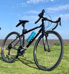 Looking for a outdoor fitness bike? Check out Trek's most popular FX series. Read more. #trekfx1 #trekfx #hyrbidbikes #trekfx1review #trekfx1discreview #trekfx1hybridbike #bikes #biking Fitness Bike, Outdoor Fitness, Hybrid Bikes, Bike Reviews, Workout Machines, Outdoor Workouts, Bike Design, Biking, Trek
