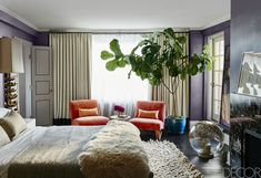 An elegant, funky, and modern mix for the master bedroom of this Manhattan apartment interior design Celebrity Bedrooms, Celebrity Houses, Mid Century Modern Lighting, Mid Century Modern Design, Home Interior, Modern Interior Design, Apartment Interior, Dream Apartment, Mesa Saarinen
