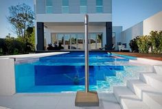 Si eres envidioso, no mires estas fotos: 14 piscinas domésticas en las que desearás bañarte — idealista/news