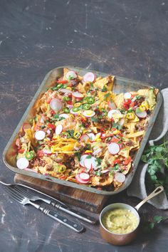 V Novém Mexiku se mísí mexická posedlost chilli se svěžestí španělské a středozemní kuchyně a láskou k fiestám. Nachos, Pasta Salad, Tortillas, Ethnic Recipes, Brot, Crab Pasta Salad, Mince Pies, Tortilla Chips