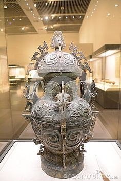 This bronze manufacturing more than 3000 years ago in the Western Zhou Dynasty was China, ritual supplies. Is unearthed in 1980 in Sichuan Province, Pengxian bamboo village, now preserved in the National Museum Chinese. One can imagine the metallurgical casting technology is advanced.