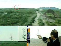 Alienígena filmado caminhando dentro de sua nave
