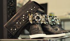 Le festività natalizie sono alle porte, festeggia alla grande con questa sneakers in pelle in edizione limitata con pietre swarovski