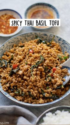 Tofu Recipes, Vegan Dinner Recipes, Spicy Thai, Thai Dishes, Vegetarian Entrees, Fabulous Foods, Easy Meals, Asian, Cooking