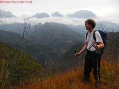 Camminare in montagna fa bene al corpo e allo spirito, costa poco ed è un ottimo rimedio contro lo stress. Conosciamone in dettaglio i benefici.