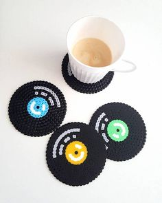 Coole Untersetzer aus Bügelperlen selber machen l Vinyl coaster retro classic home decor pixel vinyl record oldschool pixel art 8 bit decor gift for friend music lover gift pixel by PXLprincess on Etsy Easy Perler Bead Patterns, Melty Bead Patterns, Perler Bead Templates, Diy Perler Beads, Perler Bead Art, Beading Patterns, Hama Beads Coasters, Pearler Beads, Perler Coasters