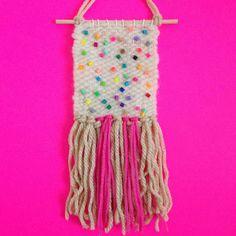 Regenbogen-Konfetti-Mini-Wandbehang / Hand gewebt von FortuneStudio