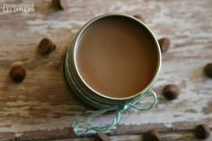 This DIY peppermint hot chocolate lip balm is made with all natural ingredients and would make great homemade Christmas gifts. Peppermint Tea Benefits, Peppermint Plants, Peppermint Leaves, Making Essential Oils, Essential Oils Guide, Essential Oil Uses, Bees Wax Lip Balm, Mason Jar Christmas Gifts, Homemade Christmas